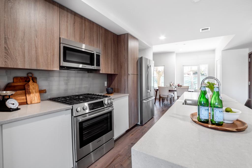 Kitchen_03_MLS